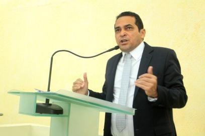 Deputado paulo Lemos concede espaço na tribuna para representantes da UEAP