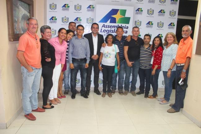 deputado paulo lemos__Associação de Surdos de Santana usam a tribuna da Alapa e expõem dificuldades 02