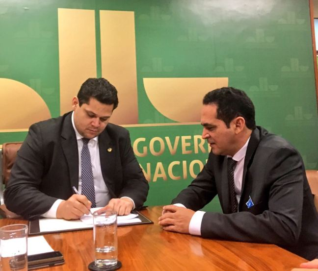 DEPUTADO AULO LEMOS E SENADOR DAVI ALCOLUMBRE - SITUAÇÃO DE VILA BRASIL