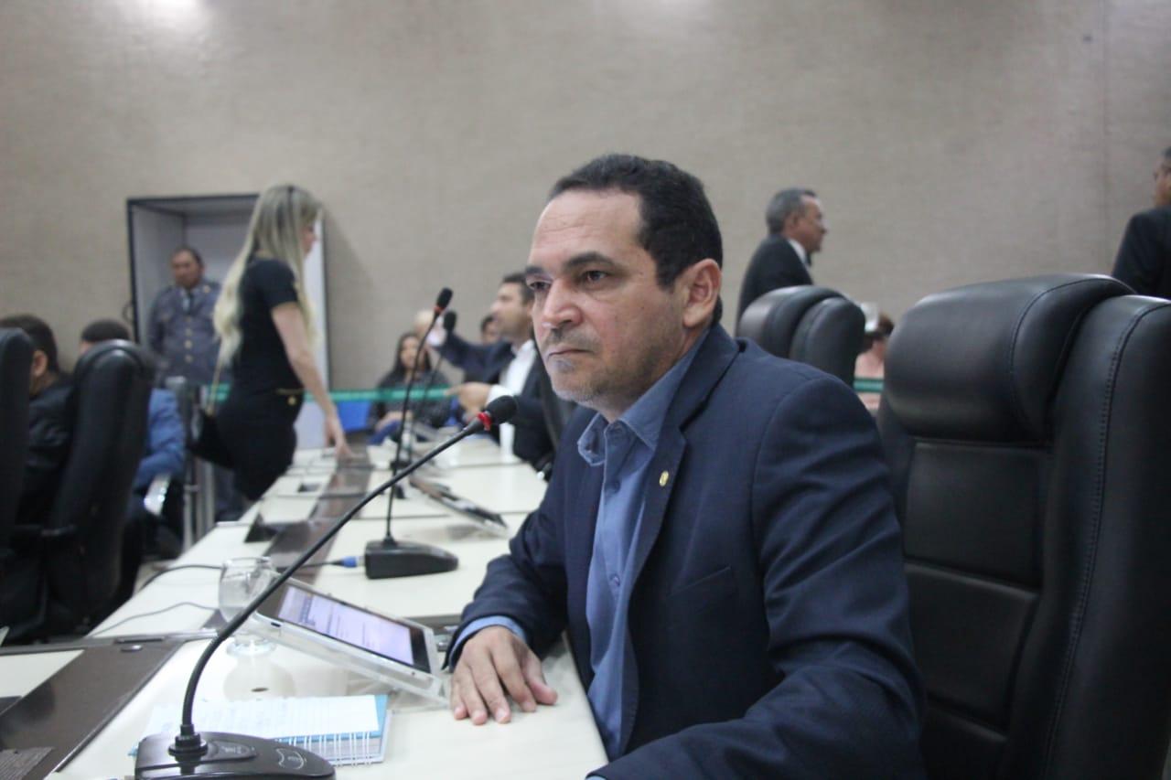 Paulo Lemos cobra relatórios de prestação de contas da Educação e Infraestrutura